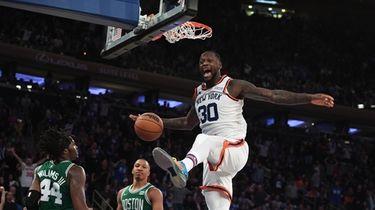 Knicks forward Julius Randle dunks ahead of Boston