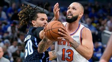 Knicks' Evan Fournier (13) goes up for a