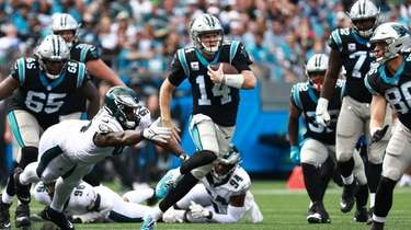 Sam Darnold (14) of the Carolina Panthers is