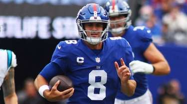 Daniel Jones of the Giants scrambles against the