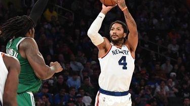 Knicks guard Derrick Rose shoots for a three-point