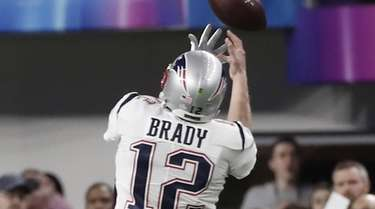 Patriots quarterback Tom Brady is unable to catch