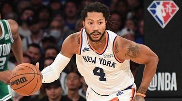 Knicks guard Derrick Rose dribbles the ball upcourt