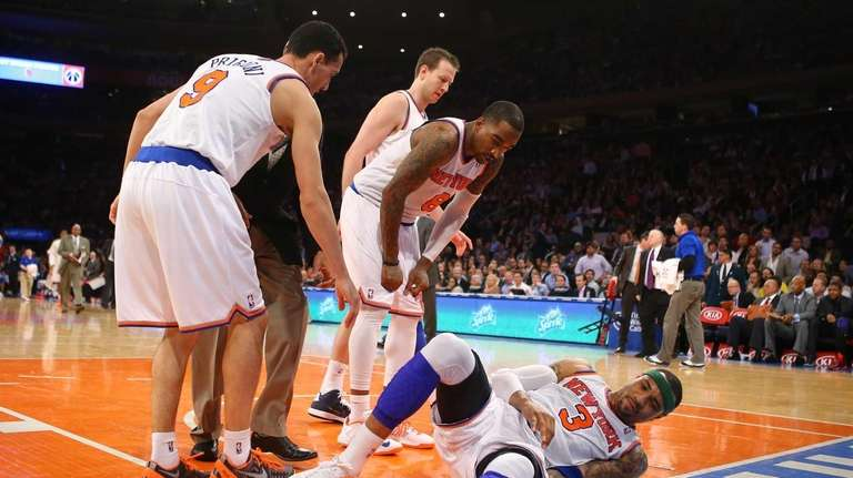 Kenyon Martin of the Knicks is surrounded by