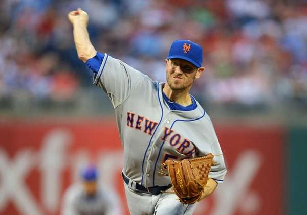 Starting pitcher Jeremy Hefner of the Mets delivers