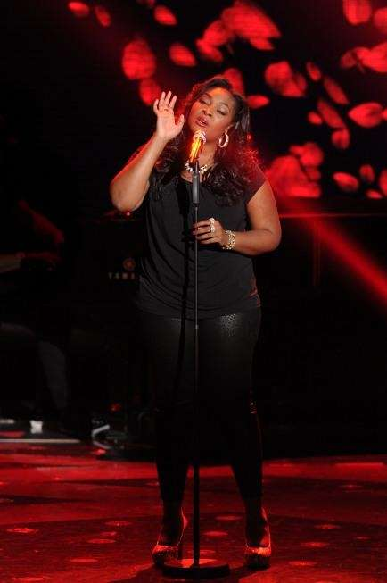 "Candice Glover performs on ""American Idol."" (April 10,"