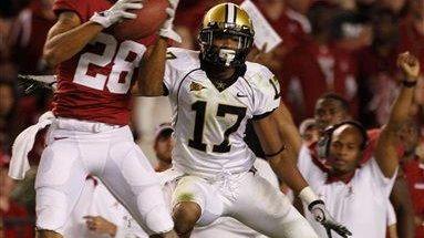 Alabama defensive back Dee Milliner intercepts the ball