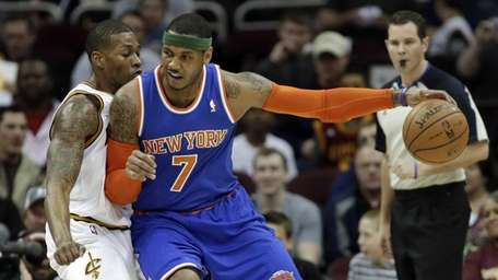 Knicks' Carmelo Anthony backs in on Cleveland Cavaliers'