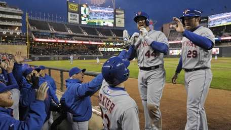 Mets' John Buck is welcomed at the dugout