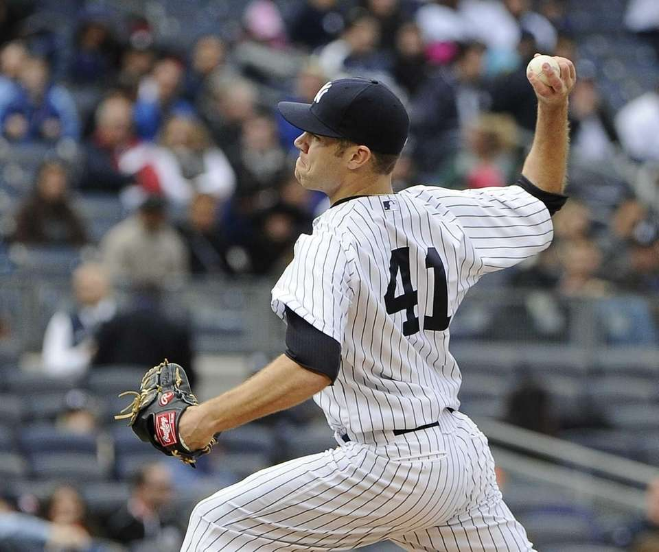 David Phelps of the Yankees delivers in the