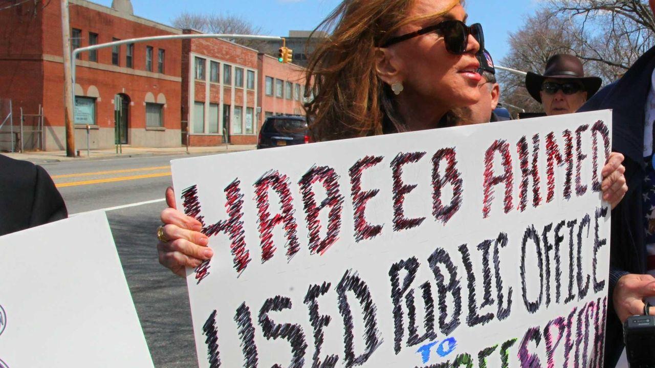 Pamela Geller holds a demonstration outside the Nassau