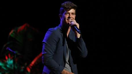 Robin Thicke performs at the
