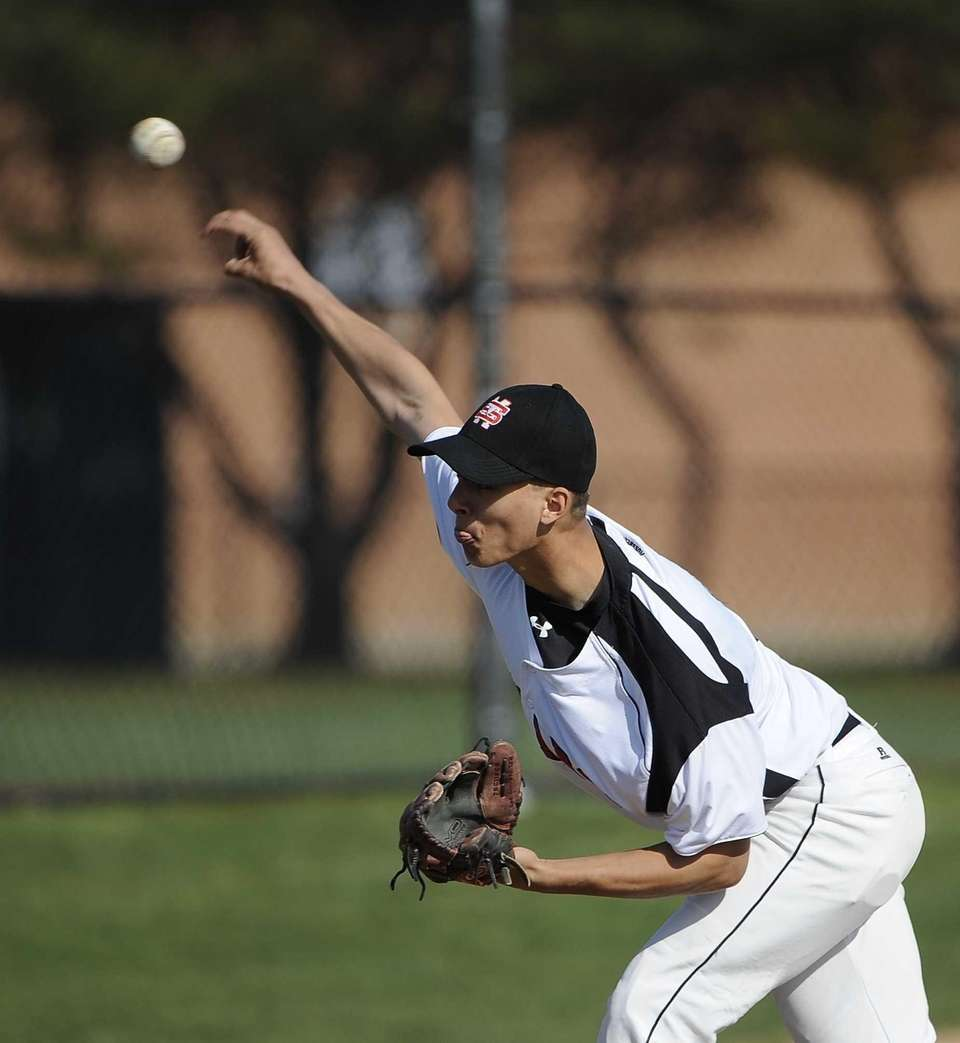 Mount Sinai starting pitcher Anthony Flynn delivers a
