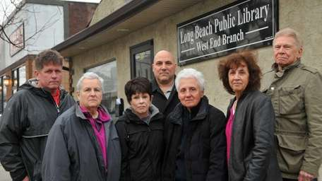 (L-R) Chamber of Commerce member James Lynch, library