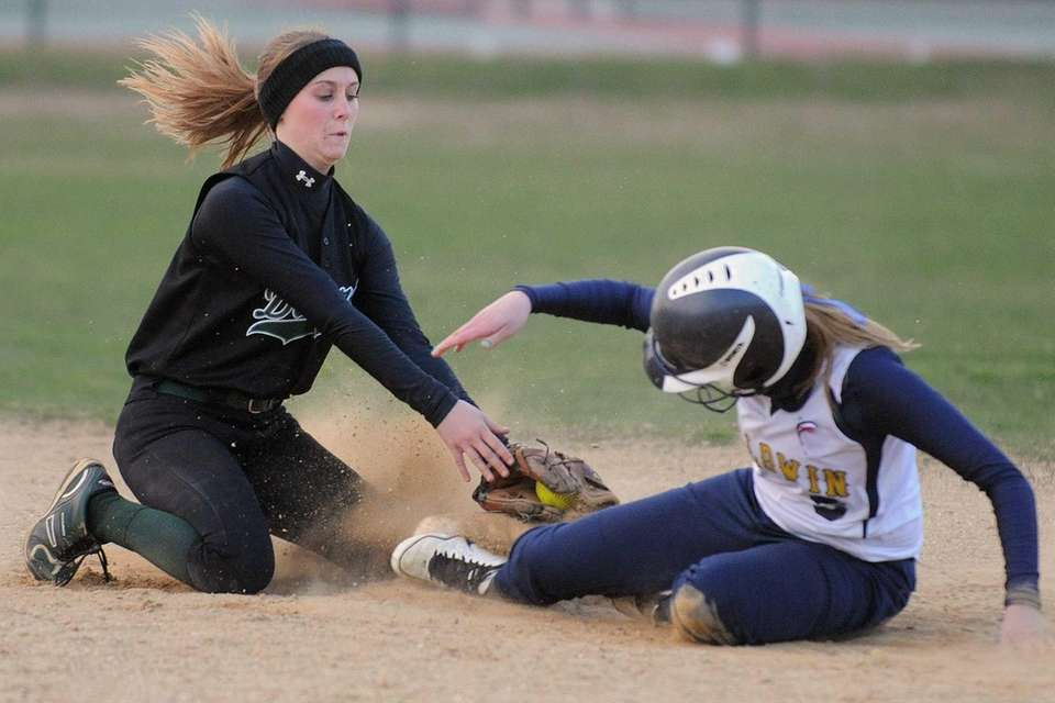 Farmingdale SS Kerri Ossenfort, left, tries to tag