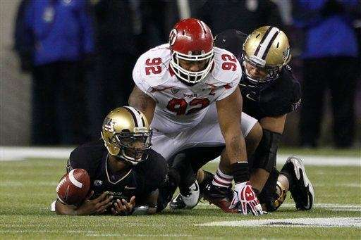 Utah's Star Lotulelei makes a play against Washington.