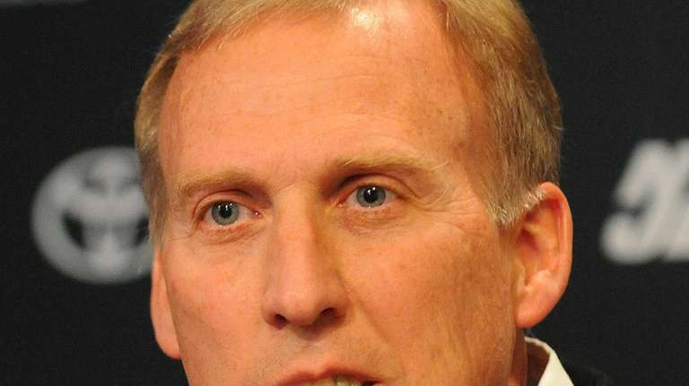 Jets GMJohn Idzik speaks during a news conference