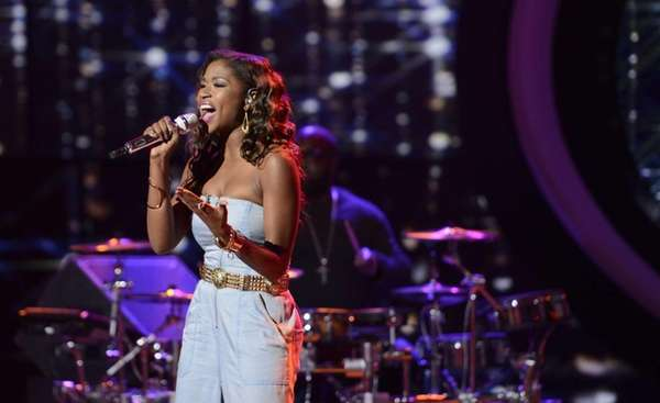 "Amber Holcomb performs on ""American Idol"". (April 10,"