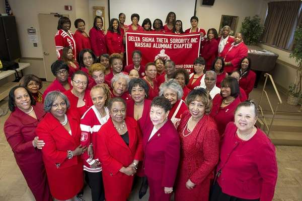 Senior members of the Delta Sigma Theta Nassau