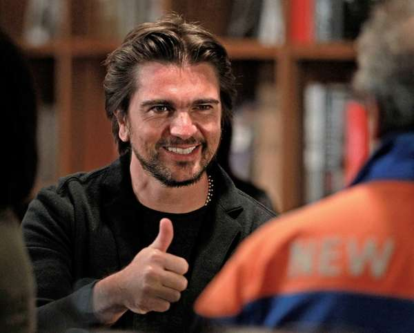 Colombian rock star Juanes gives a thumbs up