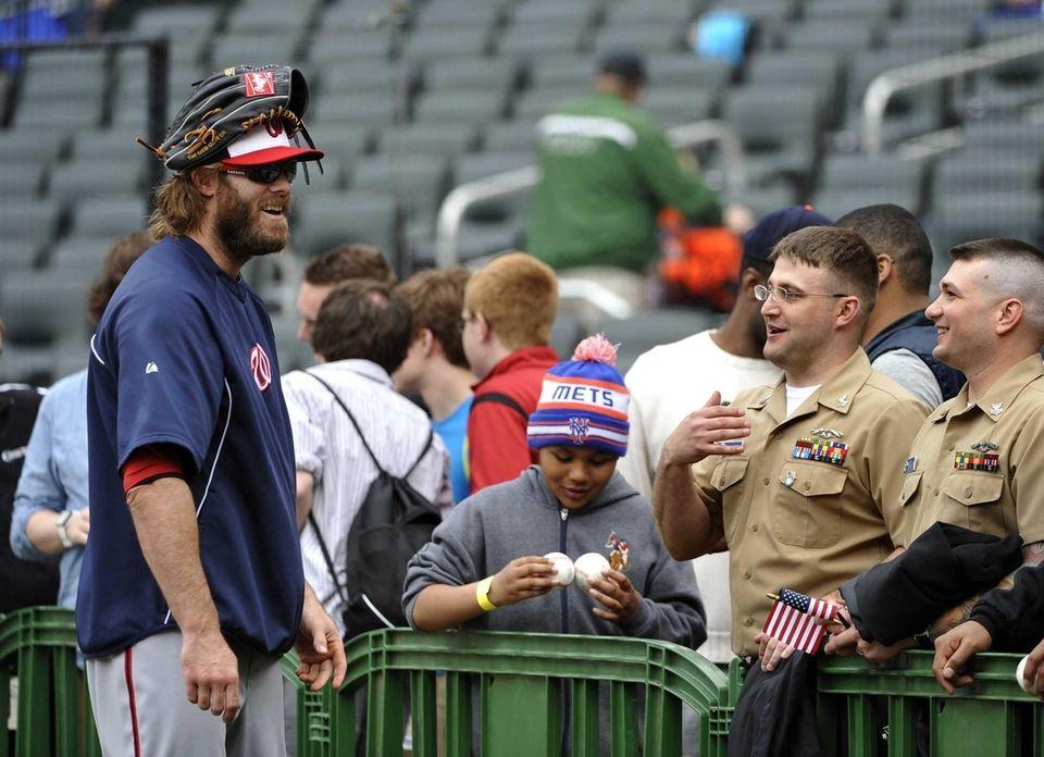 Washington Nationals right fielder Jayson Werth talks with