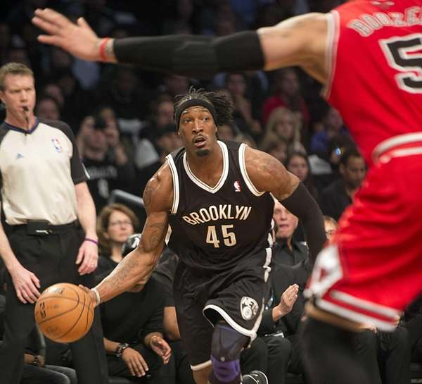 Nets' Gerald Wallace drives to the basket with