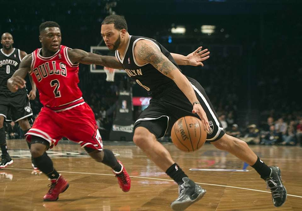 Nets' Deron Williams drives the baseline against the