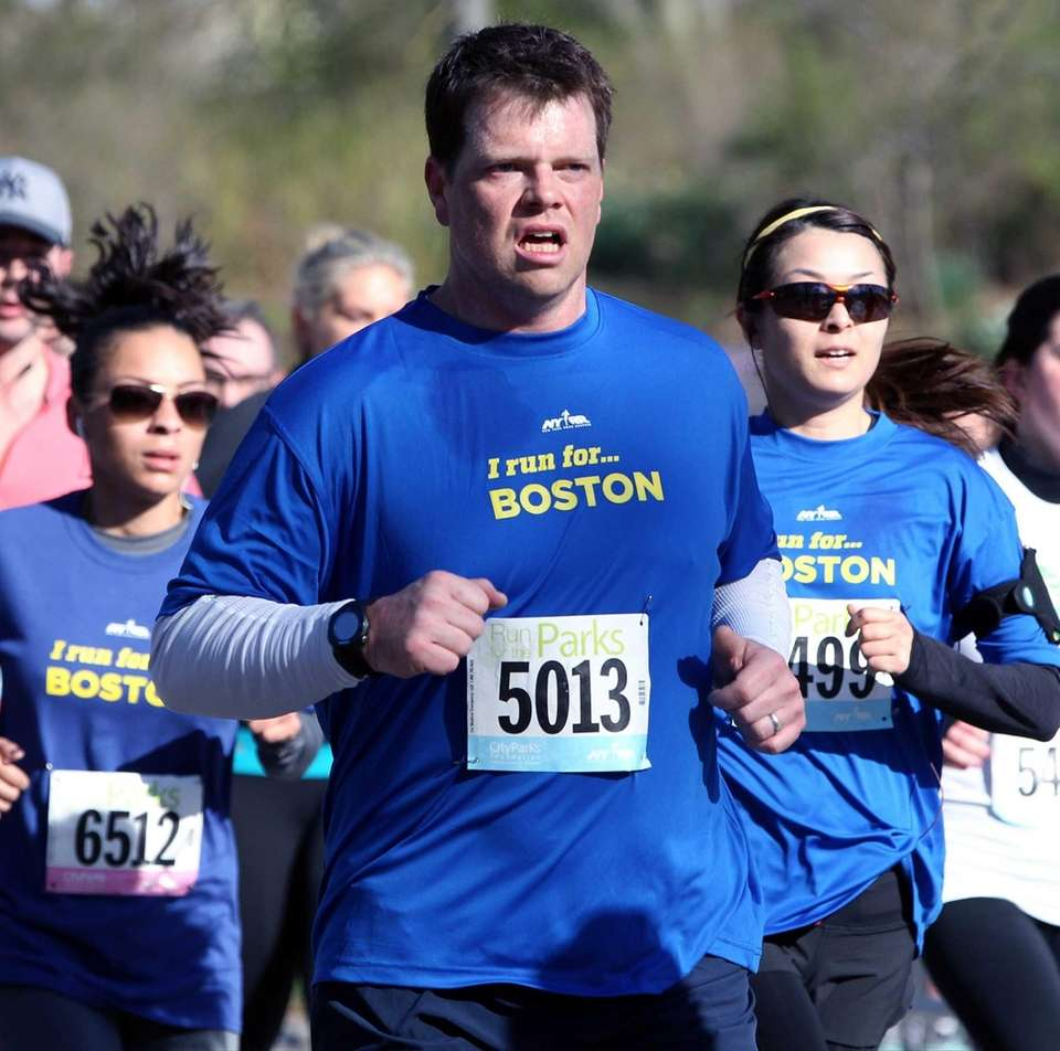 Runners participating in the 4-Mile City Parks Foundation