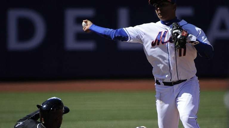 Ruben Tejada forces out the Miami Marlins' Adeiny