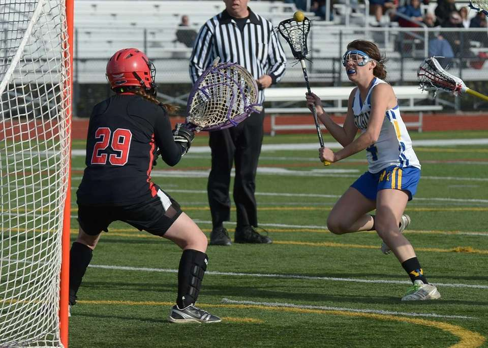 West Islip's Kate Beier (4) looks for the