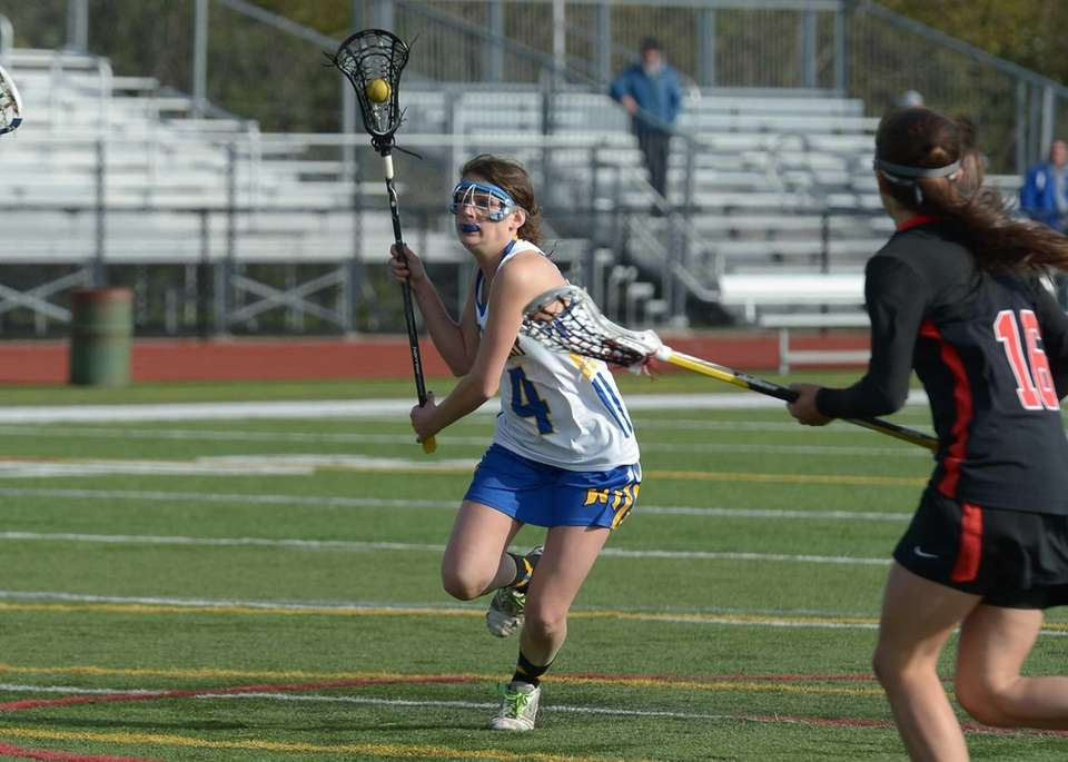 West Islip's Kate Beier sets up a shot