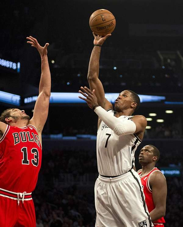 Joe Johnson shoots over the Chicago Bulls' Joakim