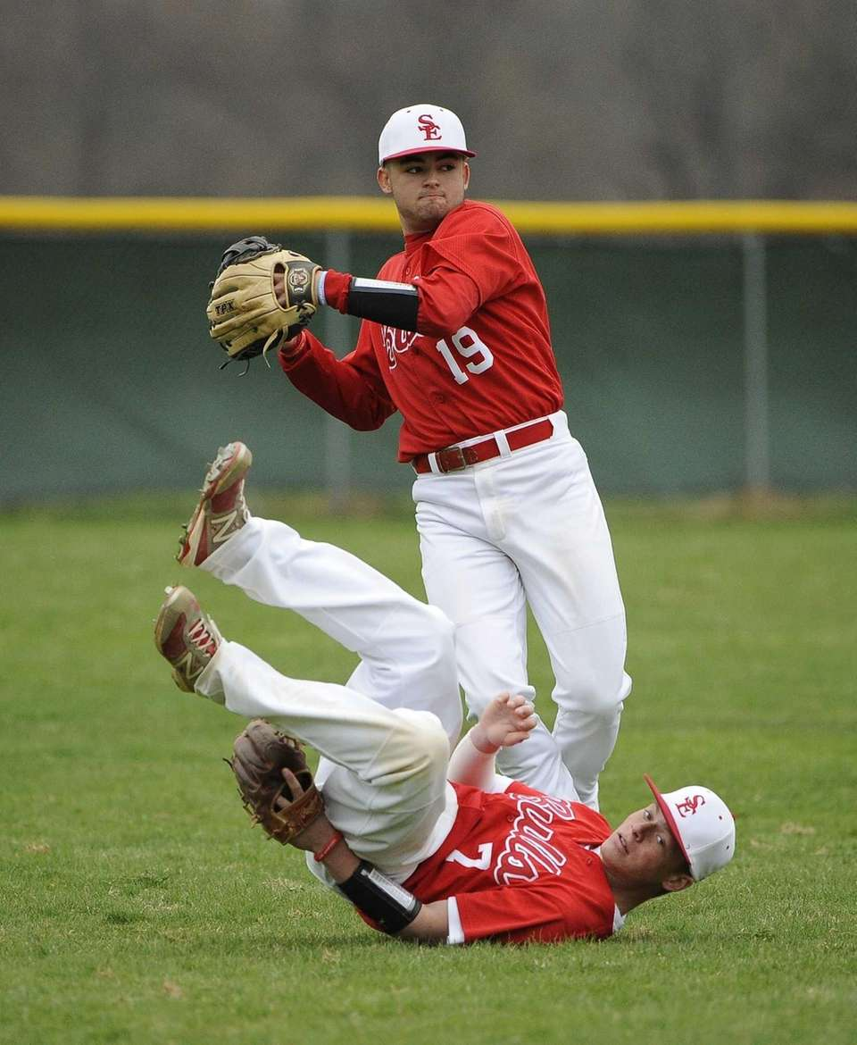 Smithtown East's Jon Castagna makes the catch for