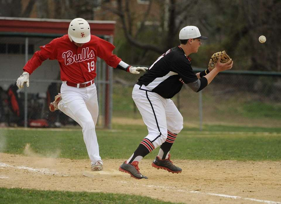Smithtown East's Jon Castagna is safe at first