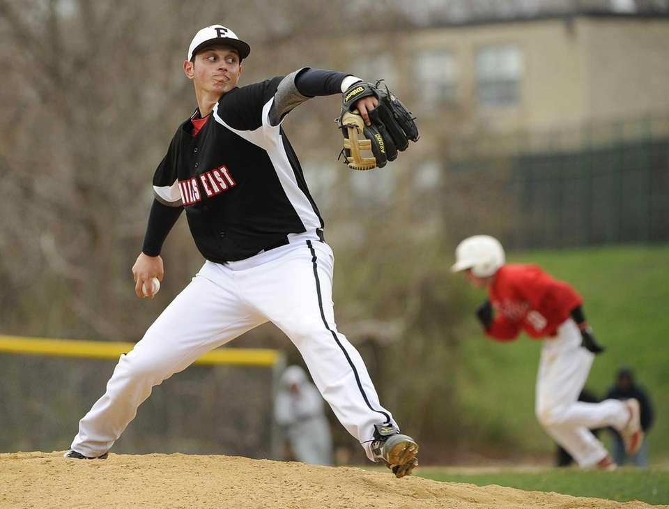 Half Hollow Hills East starting pitcher Stephen Woods