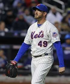 Jonathon Niese reacts after giving up an RBI