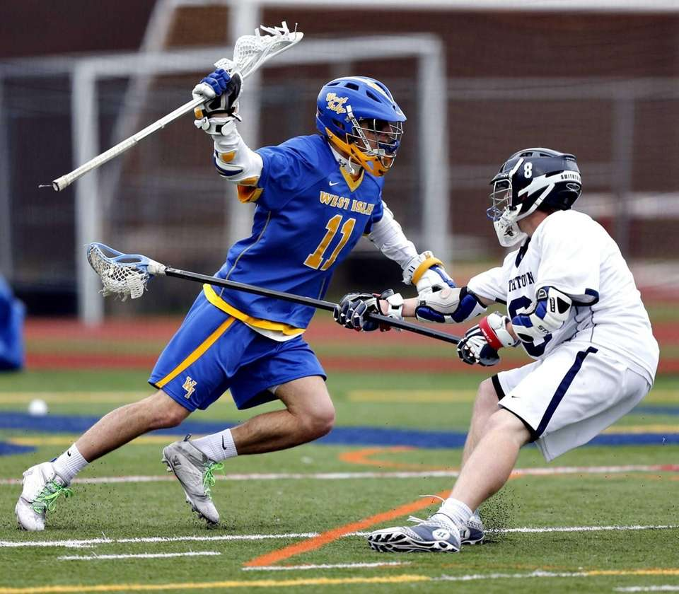 West Islip's Nick Aponte makes the move around