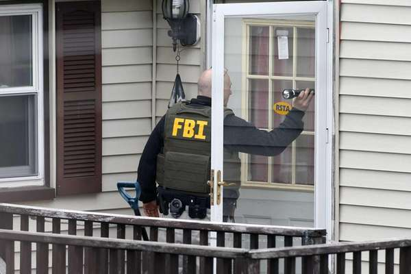 An FBI agent goes door-to-door evacuating residents of