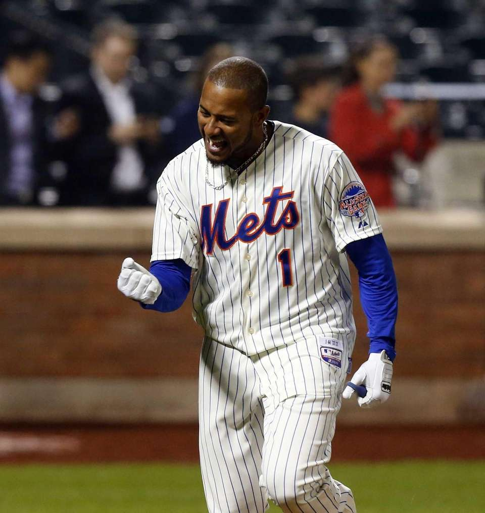 Jordany Valdespin celebrates his 10th-inning walk-off grand slam