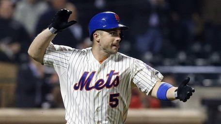 David Wright celebrates his game-tying base hit in