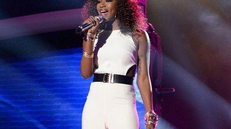Top 4 finalist Amber Holcomb sings Celine Dion's