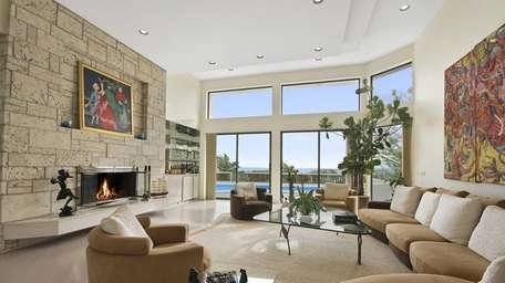 This home on Roxen Road in Quogue has