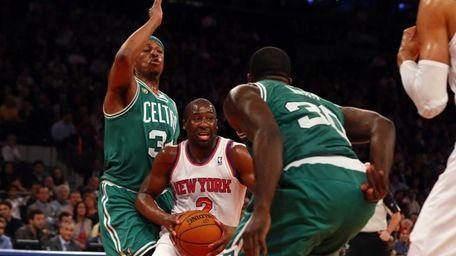 Raymond Felton drives between the Boston Celtics' Brandon