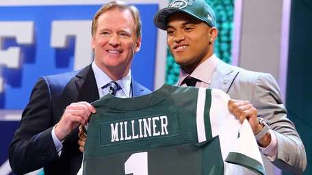 Dee Milliner of the Alabama Crimson Tide stands