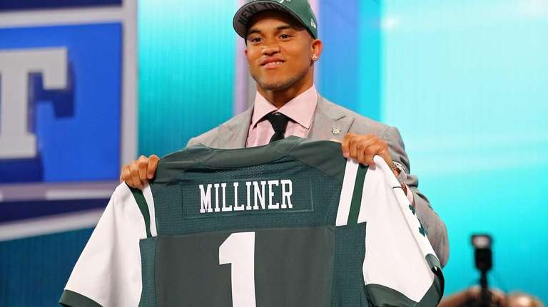 Dee Milliner of the Alabama Crimson holds up