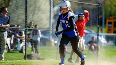Roslyn third baseman Sophie Radutzky runs home to