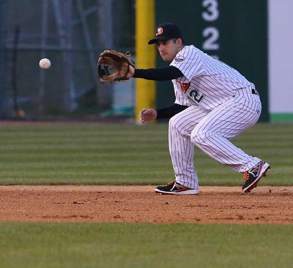 Ducks SS Dan Lyons grabs the ground ball