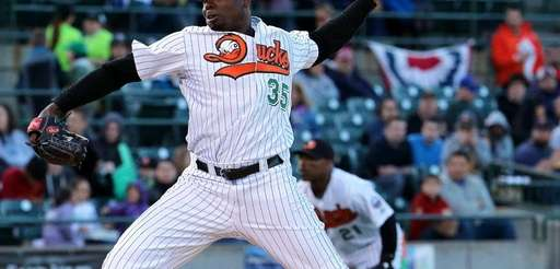 Ducks starting pitcher Dontrelle Willis delivers in a