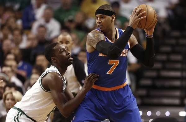 Knicks forward Carmelo Anthony looks for an opening