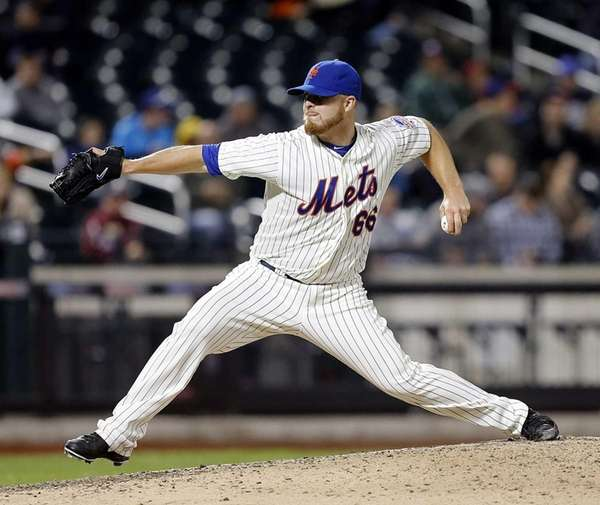 Mets relief pitcher Josh Edgin pitches against the